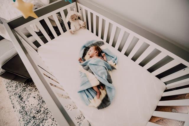white crib and mattress
