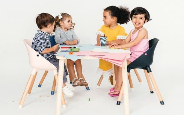 lalo play chairs around a table